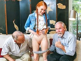 Дедушки тряхнули стариной с молодой телочкой