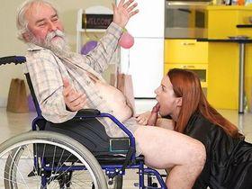 Чудесное излечение деда с помощью киски девушки его внука
