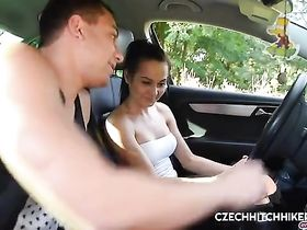 Авто инструктор тестирует новую киску