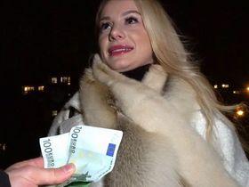 Русская потеряшка Лиза Романова феерит за штуку евро