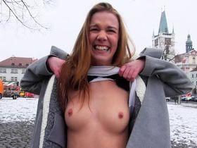 Молодая Алексис Кристал пикап с юмором в общественном месте