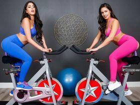 Необычная тренировка на дилдо-велосипедах
